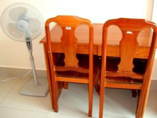 Phkar Chhouk Tep Monireth Phnom Penh - Fan and Table