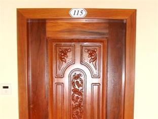 Phkar Chhouk Tep Monireth Phnom Penh - Door frame for each room