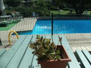 Parkwood Motel & Apartments Geelong - Swimming Pool