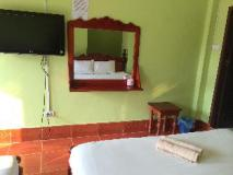 Popular View Guesthouse: guest room