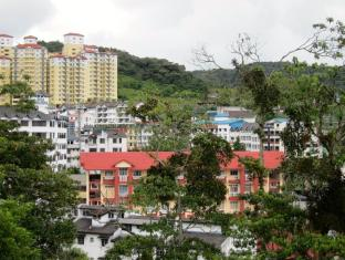 Parkland Apartment Cameron Highlands - View of Brinchang Town from Apartments
