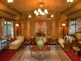 /welcomheritage-gurkha-houseboat/hotel/srinagar-in.html?asq=jGXBHFvRg5Z51Emf%2fbXG4w%3d%3d