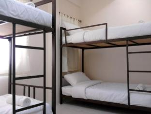 Asoke Montri Hostel Bangkok - 6 Bed Mixed Dorm