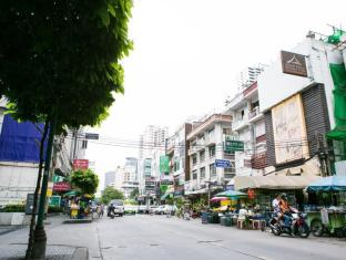 Asoke Montri Hostel Bangkok - Surroundings