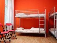 1 voodi 6 voodiga ühises magamissaalis - vannitoaga