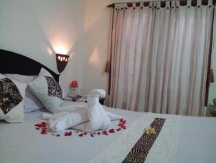 Hotel Sanur Indah Bali - King size bed