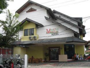 Mervit Hotel Padang - Exterior