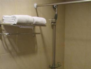 Mervit Hotel Padang - Bathroom