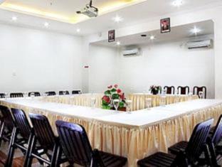 Mervit Hotel Padang - Meeting Room