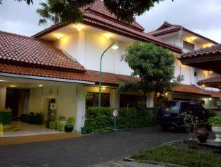 Lodging Hotel Sadinah Solo (Surakarta) - Entrance