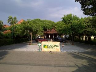Lodging Hotel Sadinah Solo (Surakarta) - Lobby Entrance