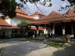 Lodging Hotel Sadinah Solo (Surakarta) - Exterior