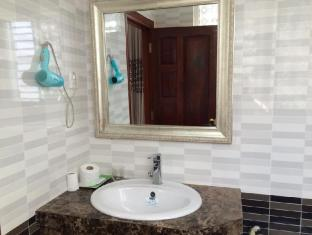 Golden Wind Hotel Ho Chi Minh City - Bathroom