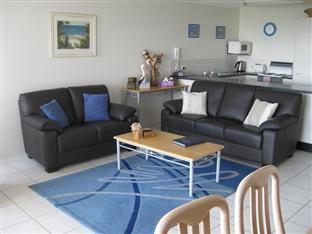 Seafarer Chase Holiday Apartments Sunshine Coast - Living Area