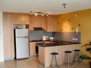 Seafarer Chase Holiday Apartments Sunshine Coast - Kitchen