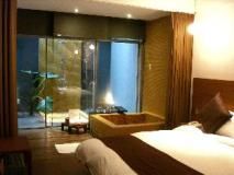 Hotel Double One: guest room