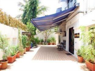 7 Flags International Mumbai - Hotel Main Entrance