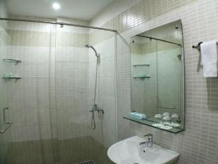 City Hotel – 18 Luu Van Lang St. Ho Chi Minh City - Bathroom