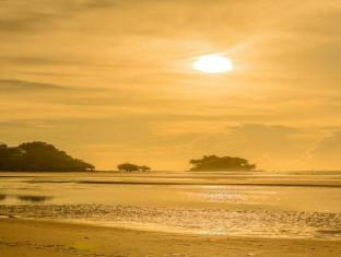 L'esprit de Naiyang Beach Resort Phuket - Sunset at Naiyang Beach