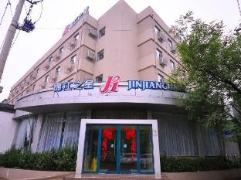 Jinjiang Inn Jinan Daming  Lake | Hotel in Jinan