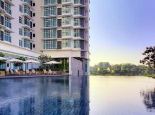 Ramada Plaza Kuala Lumpur Kuala Lumpur - Swimming Pool