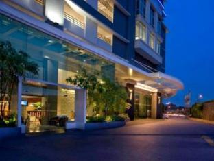 Ramada Plaza Kuala Lumpur Kuala Lumpur - Entrance