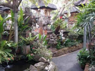 戴薩科普圖普特拉普特拉民宿飯店 峇里島 - 庭院