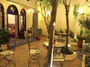 /fr-fr/riad-jardin-chrifa/hotel/fes-ma.html?asq=vrkGgIUsL%2bbahMd1T3QaFc8vtOD6pz9C2Mlrix6aGww%3d
