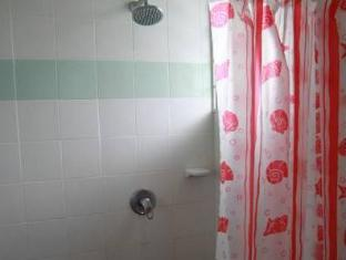 Planet Borneo Lodge Kuching - Bathroom