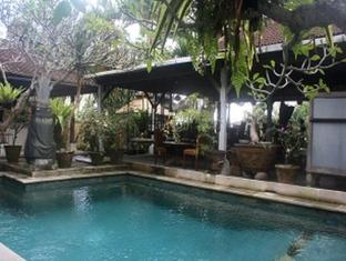 Pradha Guest House Bali - Swimming Pool
