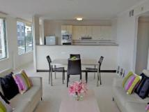 AEA The Coogee View Serviced Apartments: 2 bedroom beach view - living area