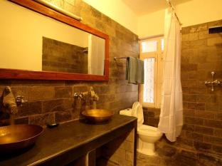 Thorong Peak Guest House Kathmandu - Suite Bathroom