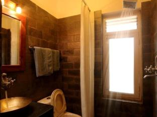 Thorong Peak Guest House Kathmandu - Superior Deluxe Bathroom
