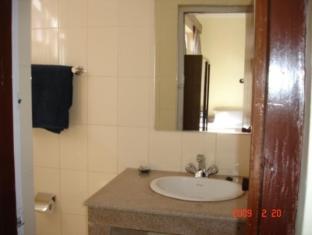 Thorong Peak Guest House Kathmandu - Deluxe Bathroom