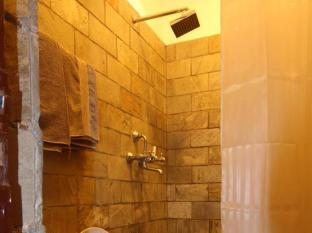 Thorong Peak Guest House Kathmandu - Deluxe Single Bathroom
