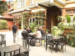 Thorong Peak Guest House Kathmandu - Smoking Area