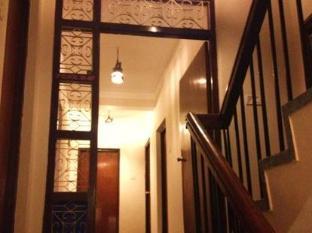 Thorong Peak Guest House Kathmandu - Corridor