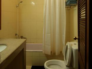 Thorong Peak Guest House Kathmandu - Deluxe Double Bathroom with Bath Tub