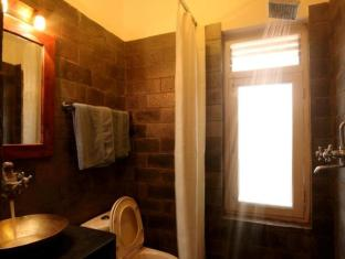 Thorong Peak Guest House Kathmandu - Super Deluxe Bathroom