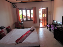 Suksavanh River 2 Hotel: double bed