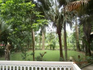 Hotel Parkside Chitwan - Garden View