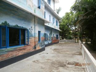 Hotel Parkside Chitwan - Wall painting of Hotel