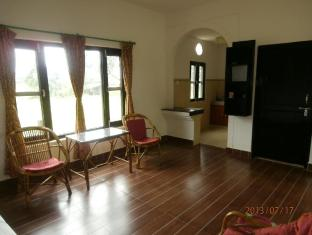 Hotel Parkside Chitwan - Sitting room with kitchen