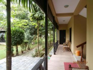 Hotel Parkside Chitwan - Apartment Balcony