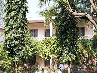 Rhino Lodge & Hotel Chitwan - Tampilan Luar Hotel