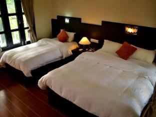 Rhino Lodge & Hotel Chitwan