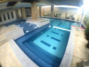 Tagaytay Haven Hotel - Mendez Tagaytay - Swimming Pool