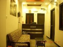 Hotel R K: interior