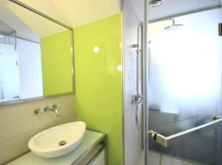 Pure White Prague - Bathroom