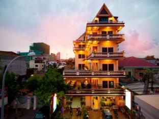 G Eleven Hotel
